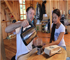Joshua và Rolan pha K'Ho Coffee
