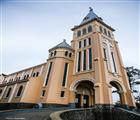 Nhà thờ còn có tên gọi khác là Con Gà (vì trên đỉnh tháp chuông có hình con gà lớn), là một trong nh